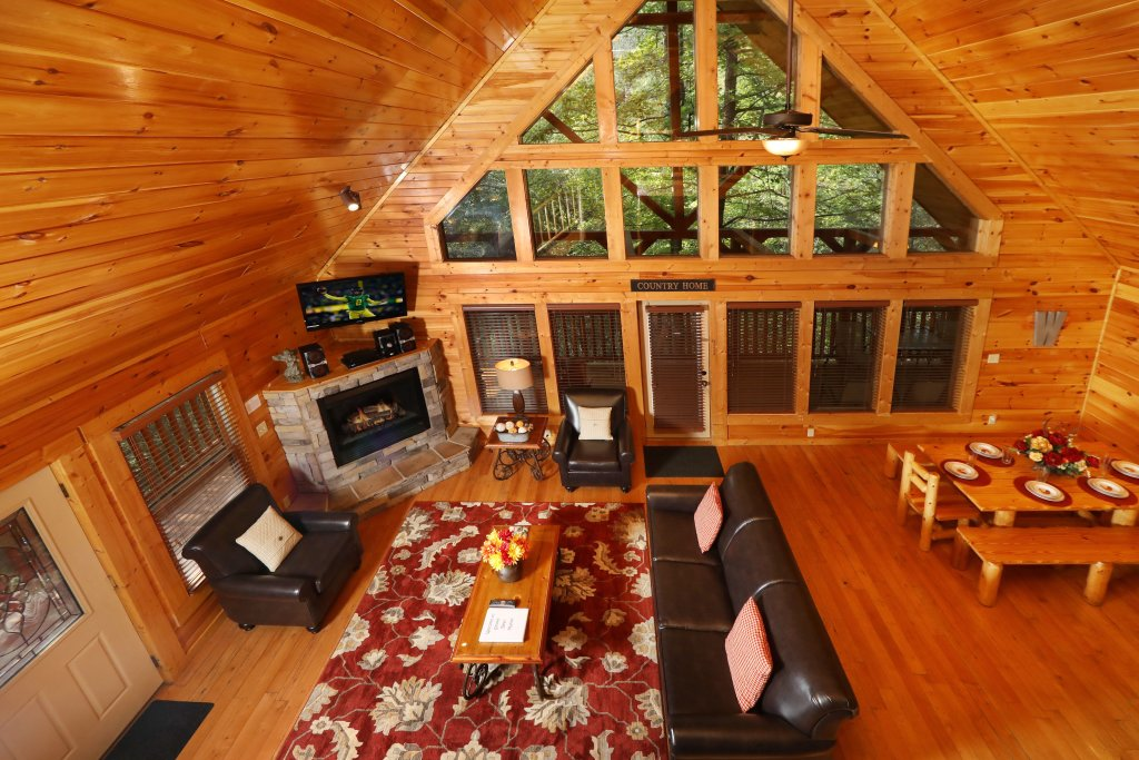 Photo of a Sevierville Cabin named Smoky Bear Manor - This is the fifth photo in the set.