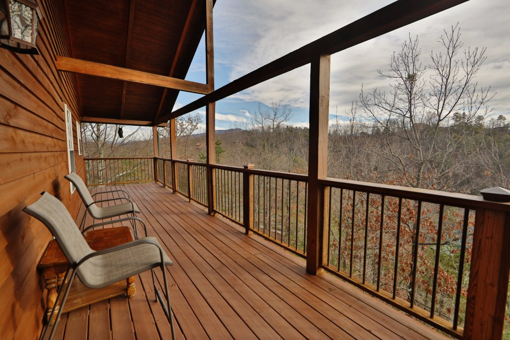 Photo of a Sevierville Cabin named A View For All Seasons - This is the forty-first photo in the set.
