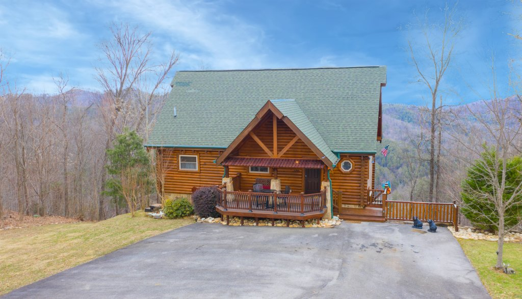 Photo of a Sevierville Cabin named Psalm 2705 - This is the first photo in the set.