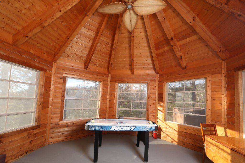 Photo of a Sevierville Cabin named A View For All Seasons - This is the twenty-third photo in the set.