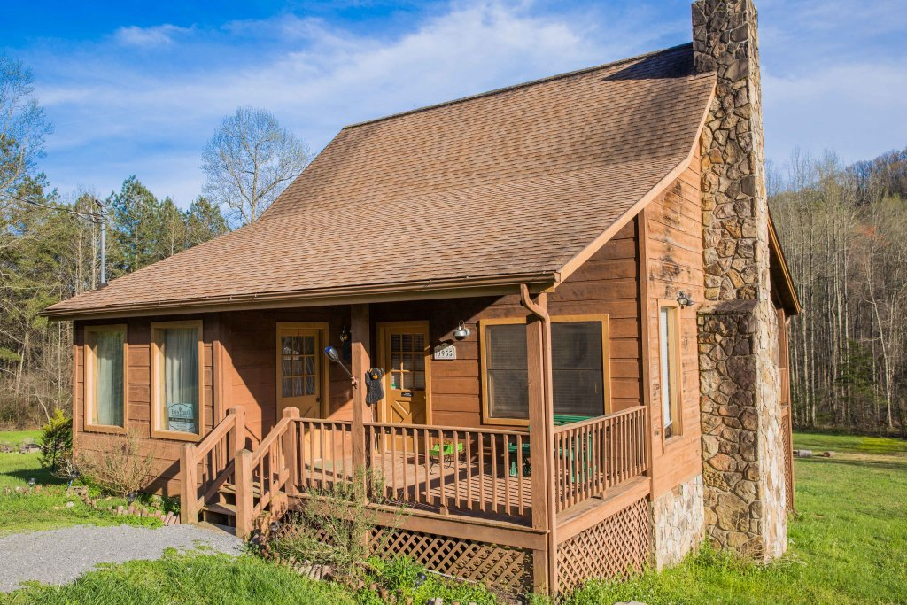 Photo of a Sevierville Cabin named On Mountain Time - This is the first photo in the set.