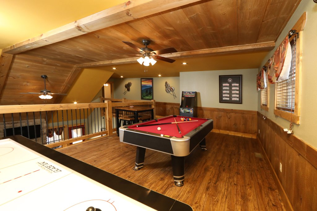 Photo of a Gatlinburg Chalet named Hilltop Haven - This is the thirty-second photo in the set.