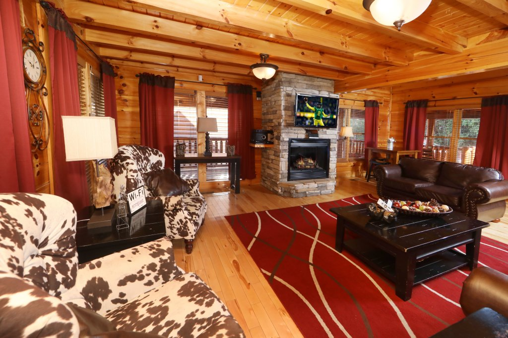 Photo of a Sevierville Cabin named Playhouse Cinema - This is the second photo in the set.