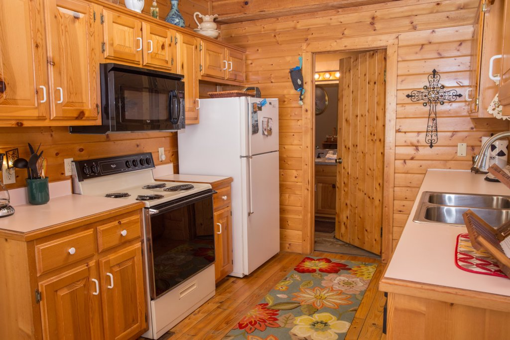 Photo of a Sevierville Cabin named On Mountain Time - This is the seventeenth photo in the set.