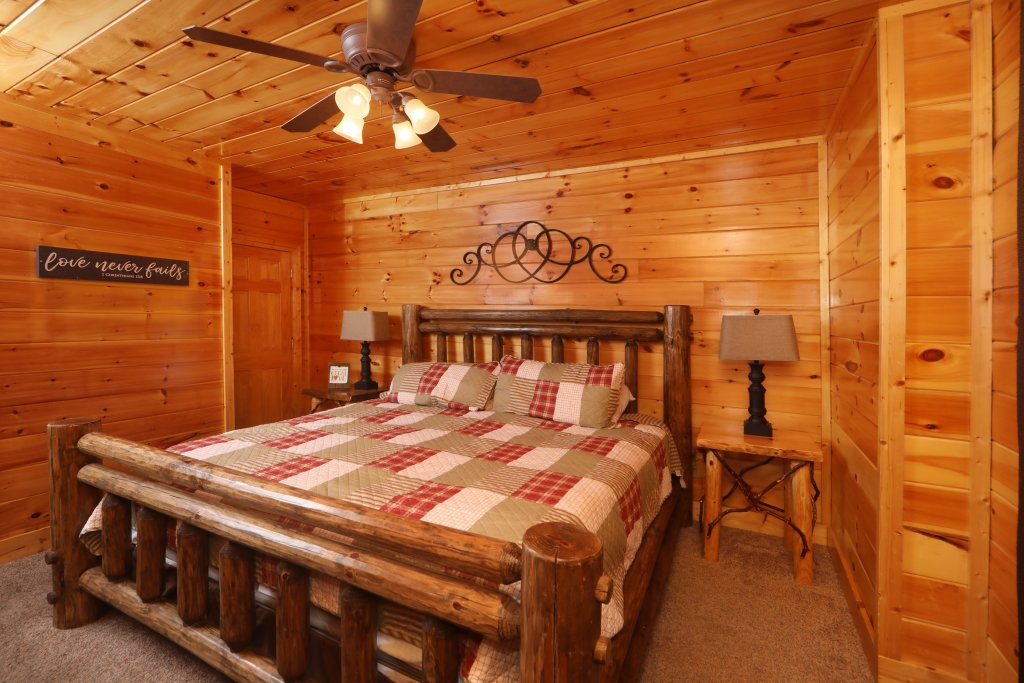 Photo of a Sevierville Cabin named Playhouse Cinema - This is the sixteenth photo in the set.