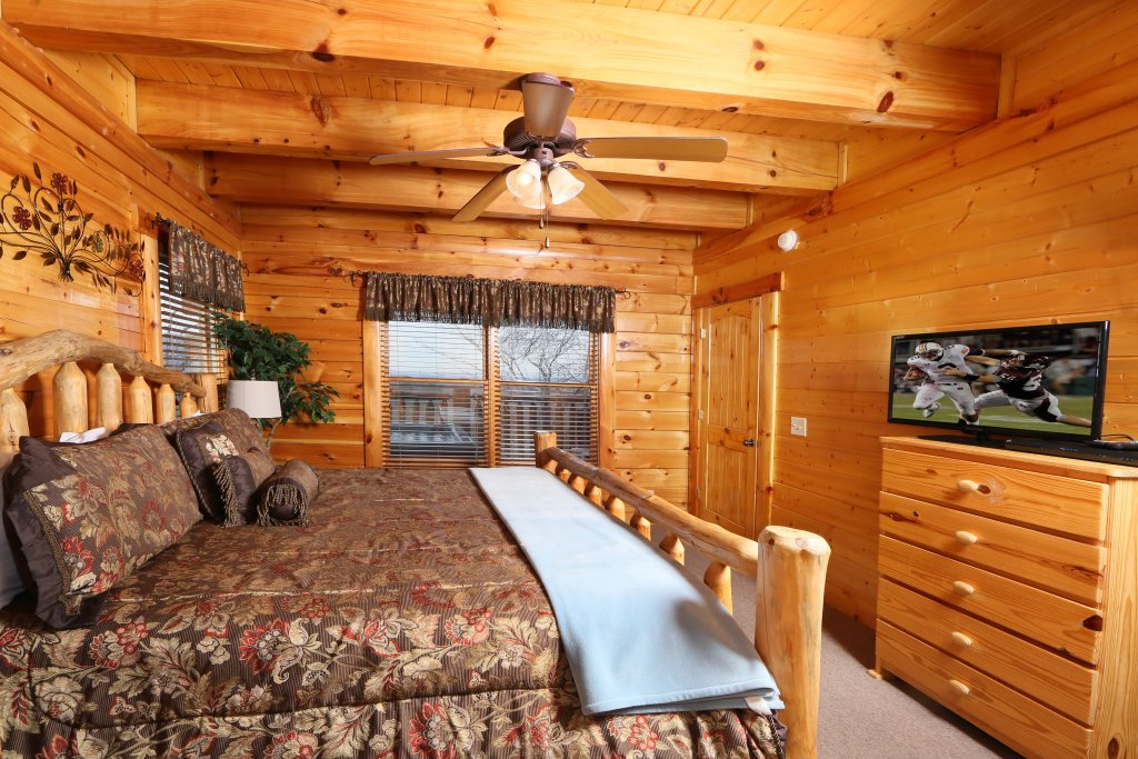 Photo of a Sevierville Cabin named Rising Eagle Lodge - This is the fourth photo in the set.
