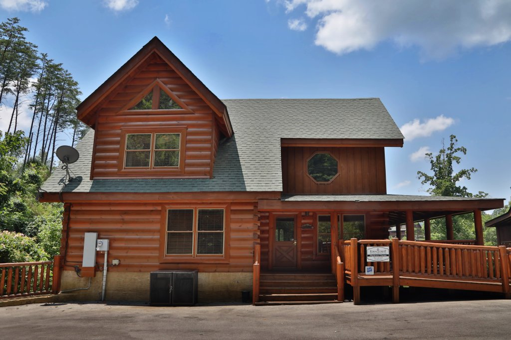 Photo of a Sevierville Cabin named Playhouse Cinema - This is the forty-third photo in the set.