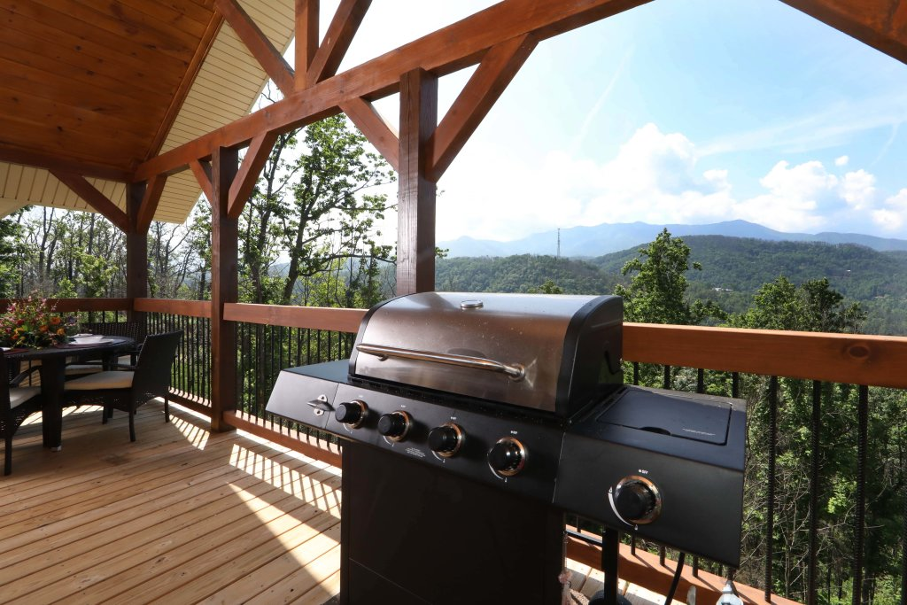 Photo of a Gatlinburg Cabin named Above It All - This is the forty-seventh photo in the set.