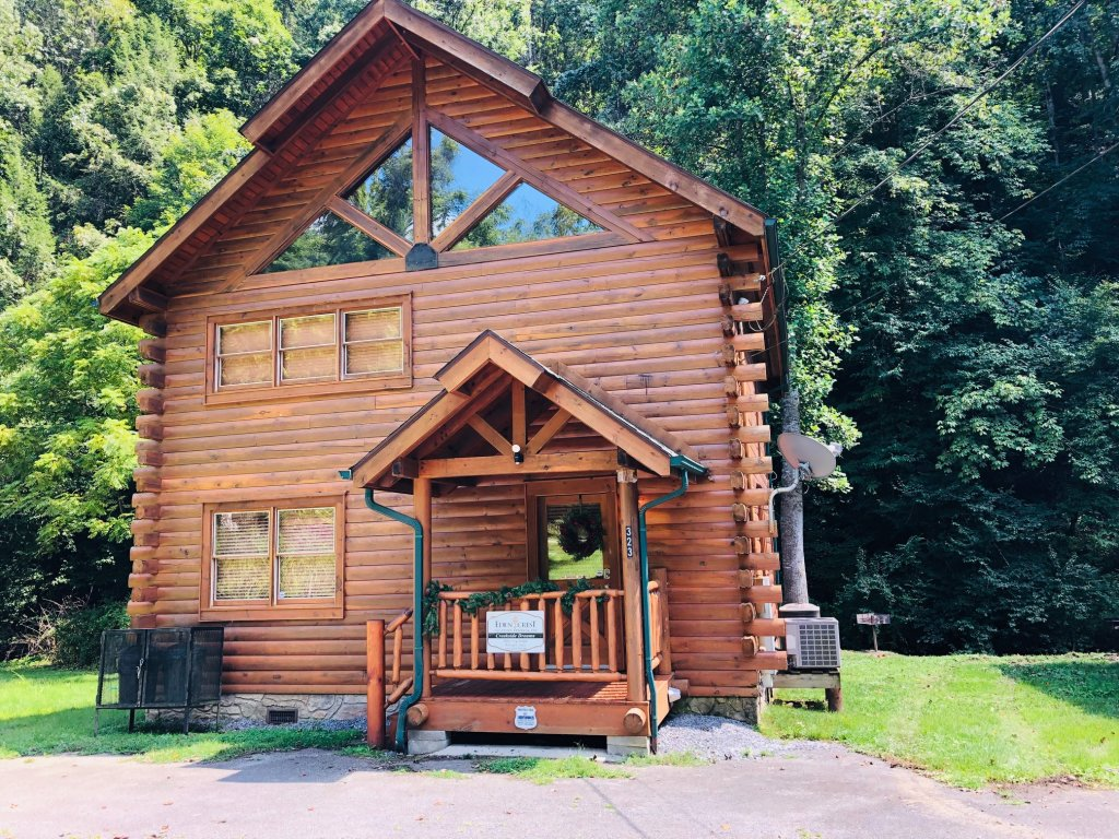 Photo of a Pigeon Forge Cabin named Creekside Dreams - This is the second photo in the set.