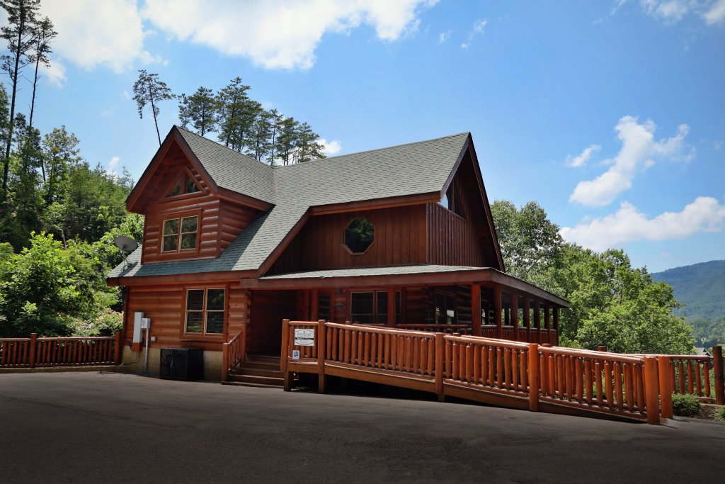 Photo of a Sevierville Cabin named Playhouse Cinema - This is the forty-fifth photo in the set.
