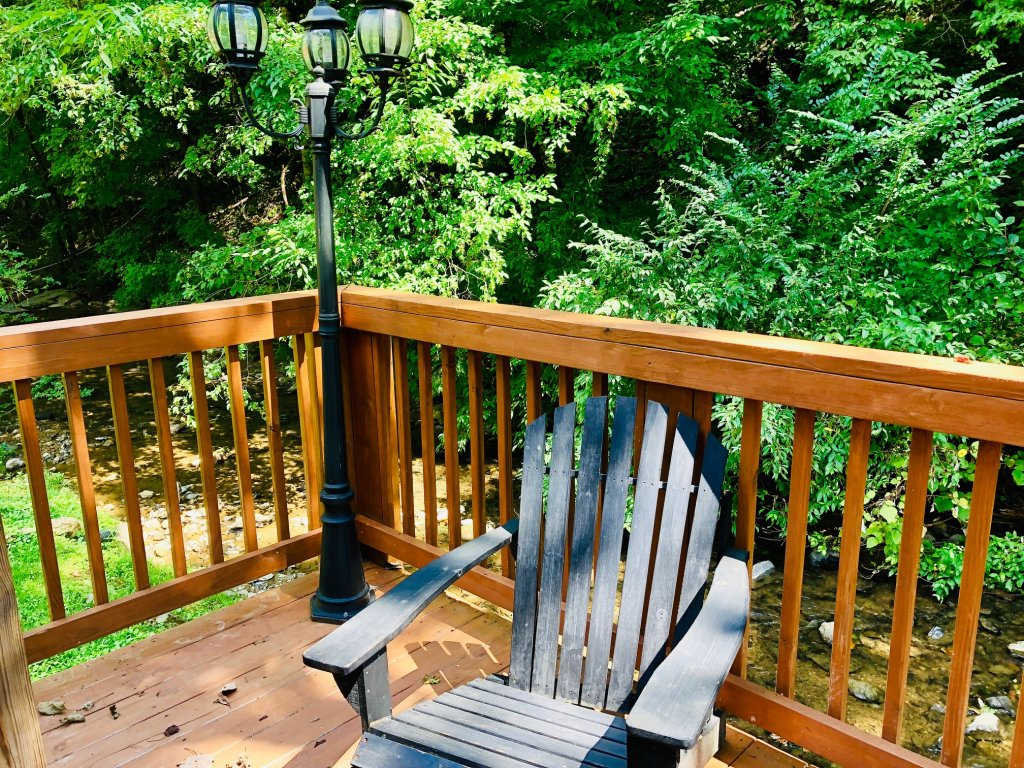 Photo of a Pigeon Forge Cabin named Creekside Dreams - This is the twenty-fourth photo in the set.