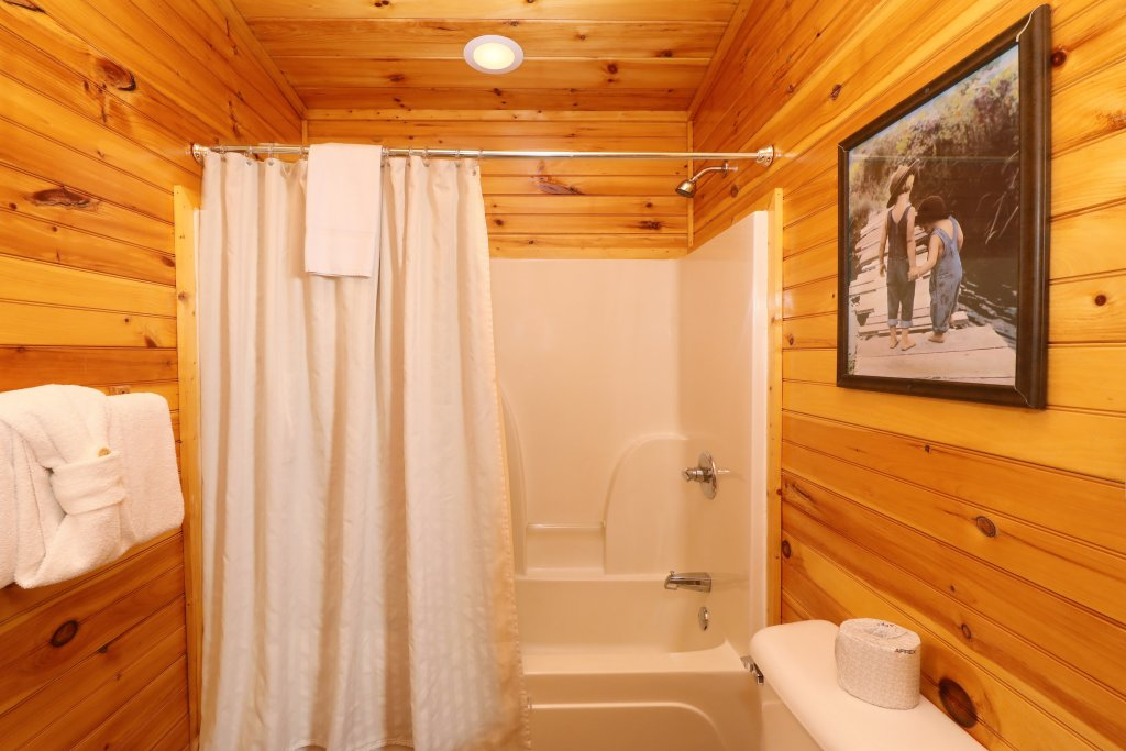 Photo of a Sevierville Cabin named Smoky Bear Manor - This is the twenty-first photo in the set.