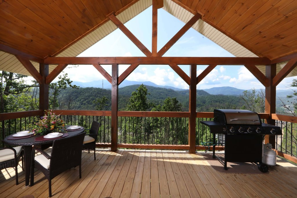 Photo of a Gatlinburg Cabin named Above It All - This is the forty-fourth photo in the set.