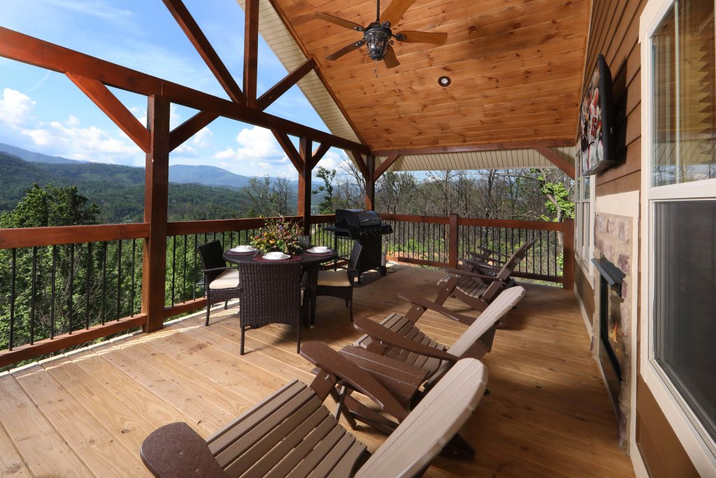 Photo of a Gatlinburg Cabin named Above It All - This is the forty-sixth photo in the set.