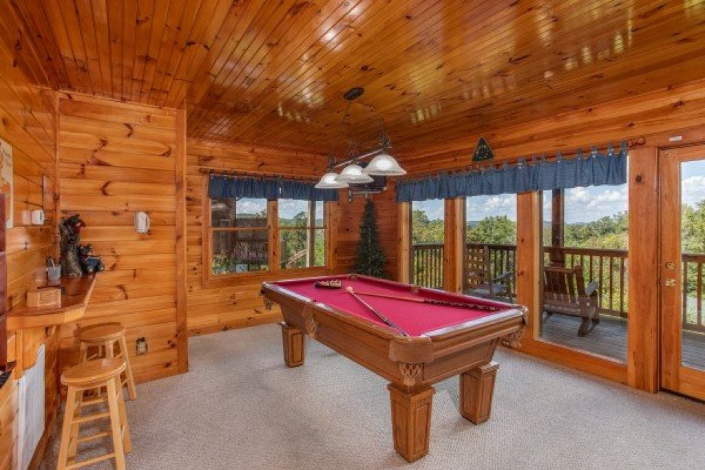 Photo of a Pigeon Forge Cabin named Bear Country - This is the sixteenth photo in the set.