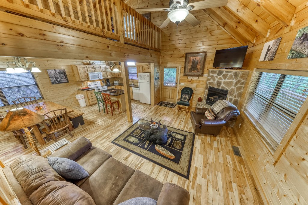 Photo of a Pigeon Forge Cabin named Grin And Bear It - This is the fifth photo in the set.