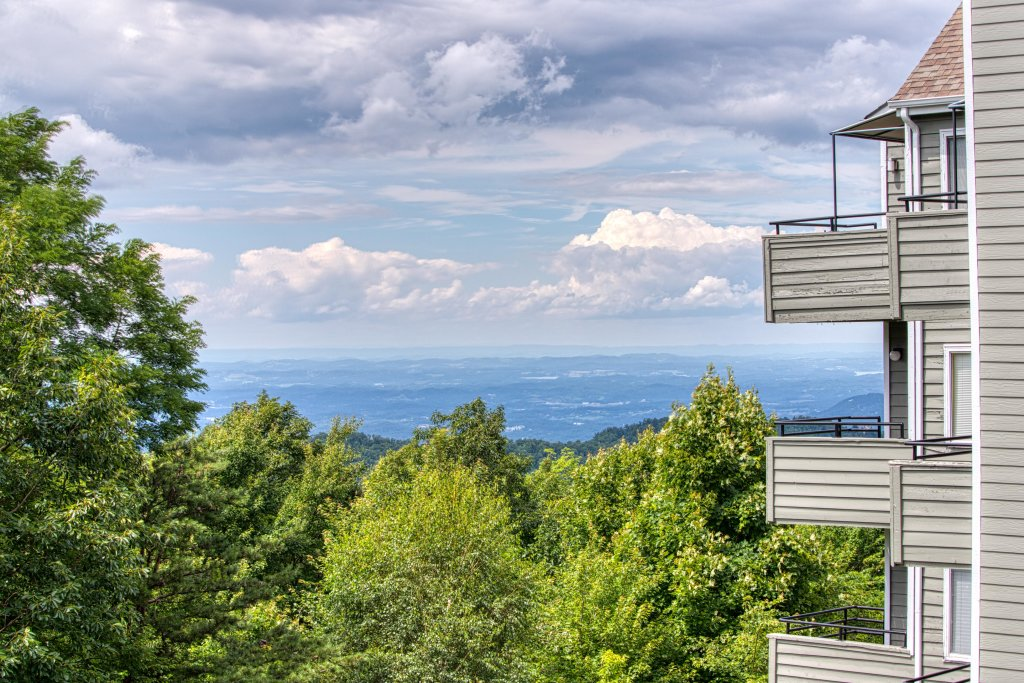 Photo of a Gatlinburg Cabin named Summit Splendor - This is the first photo in the set.