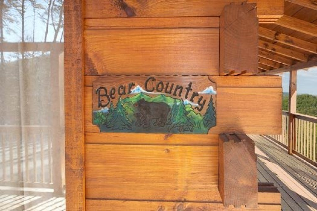Photo of a Pigeon Forge Cabin named Bear Country - This is the third photo in the set.