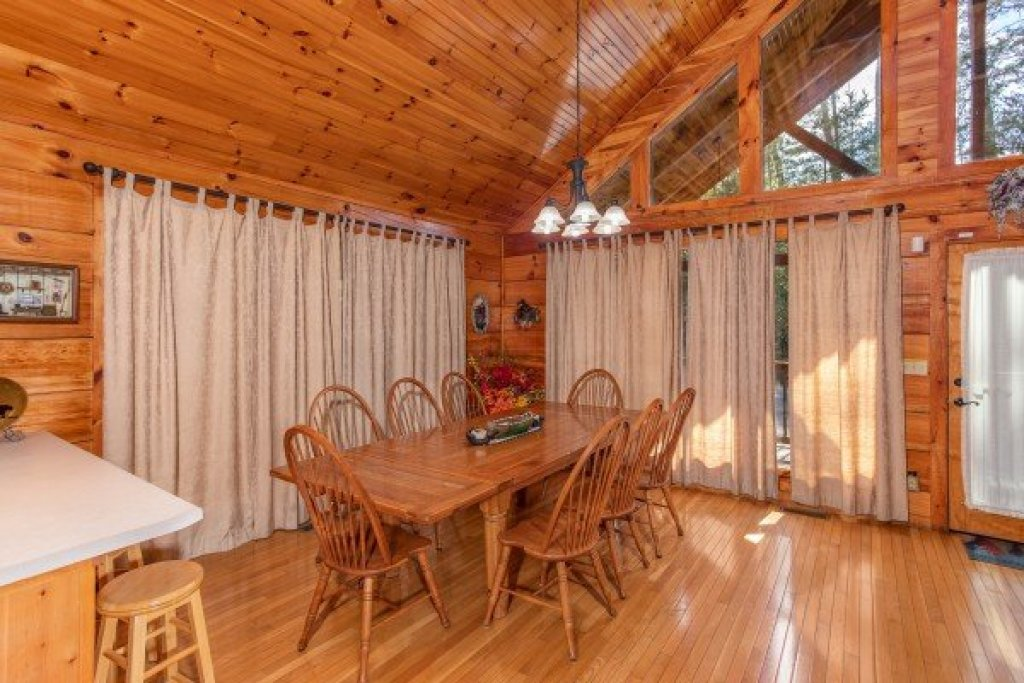 Photo of a Pigeon Forge Cabin named Bear Country - This is the sixth photo in the set.