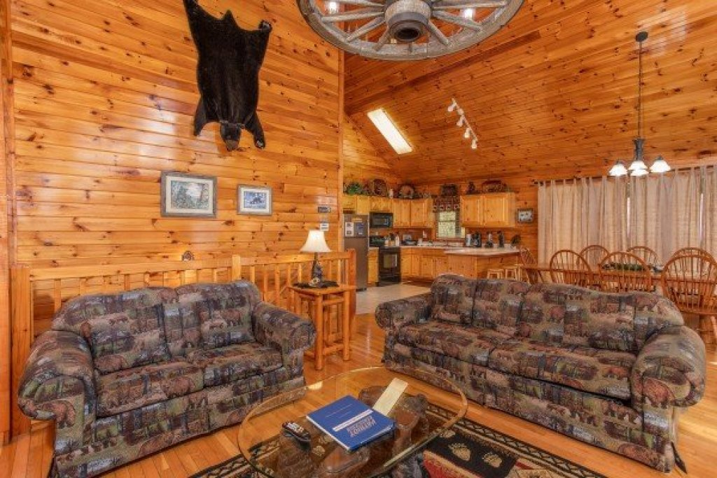 Photo of a Pigeon Forge Cabin named Bear Country - This is the fifth photo in the set.