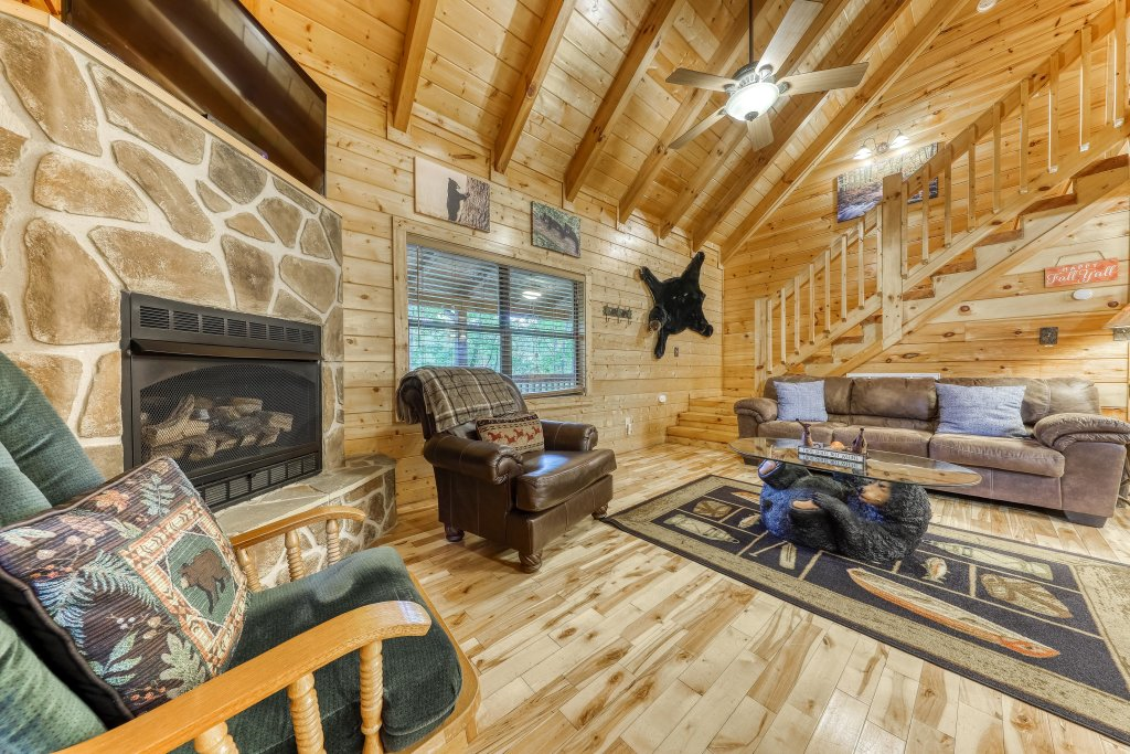 Photo of a Pigeon Forge Cabin named Grin And Bear It - This is the third photo in the set.