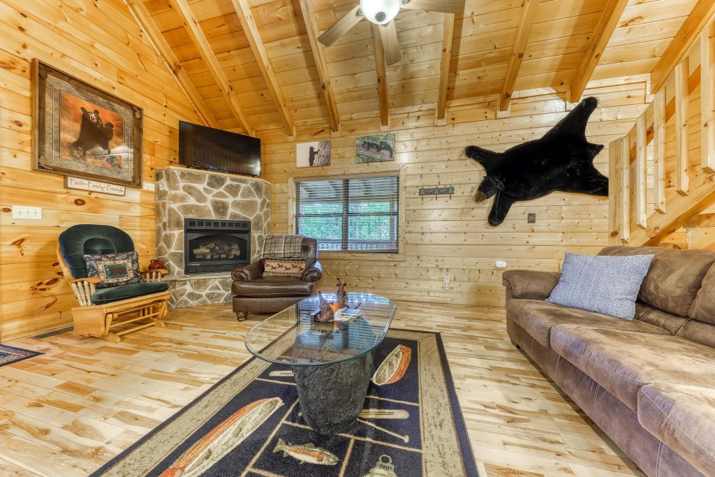 Photo of a Pigeon Forge Cabin named Grin And Bear It - This is the seventh photo in the set.