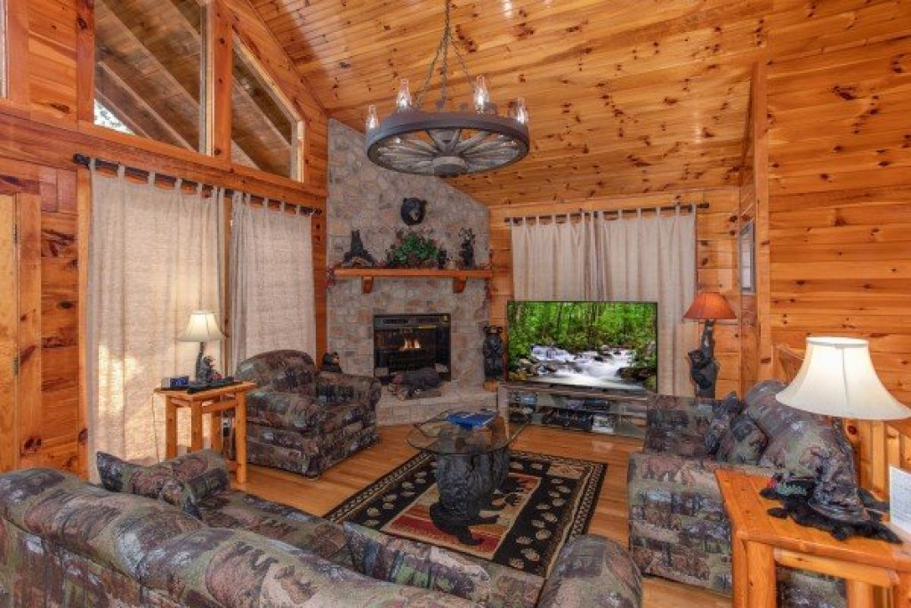 Photo of a Pigeon Forge Cabin named Bear Country - This is the fourth photo in the set.