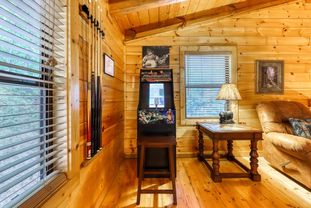 Photo of a Pigeon Forge Cabin named Grin And Bear It - This is the eighteenth photo in the set.