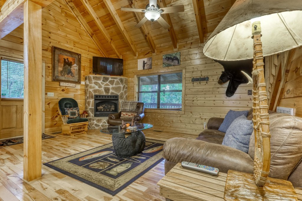 Photo of a Pigeon Forge Cabin named Grin And Bear It - This is the twelfth photo in the set.