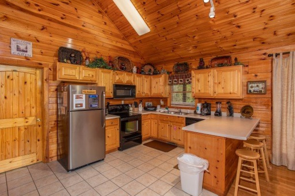 Photo of a Pigeon Forge Cabin named Bear Country - This is the seventh photo in the set.