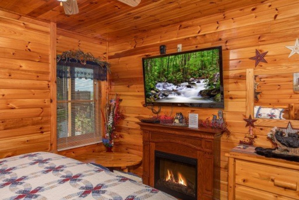 Photo of a Pigeon Forge Cabin named Bear Country - This is the ninth photo in the set.
