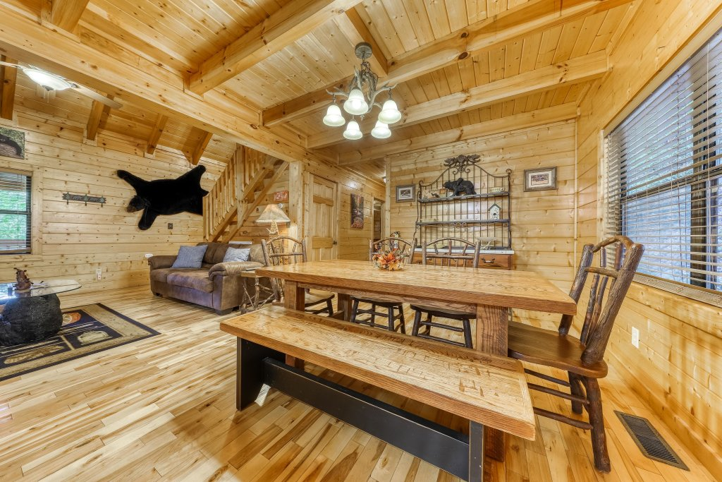 Photo of a Pigeon Forge Cabin named Grin And Bear It - This is the tenth photo in the set.
