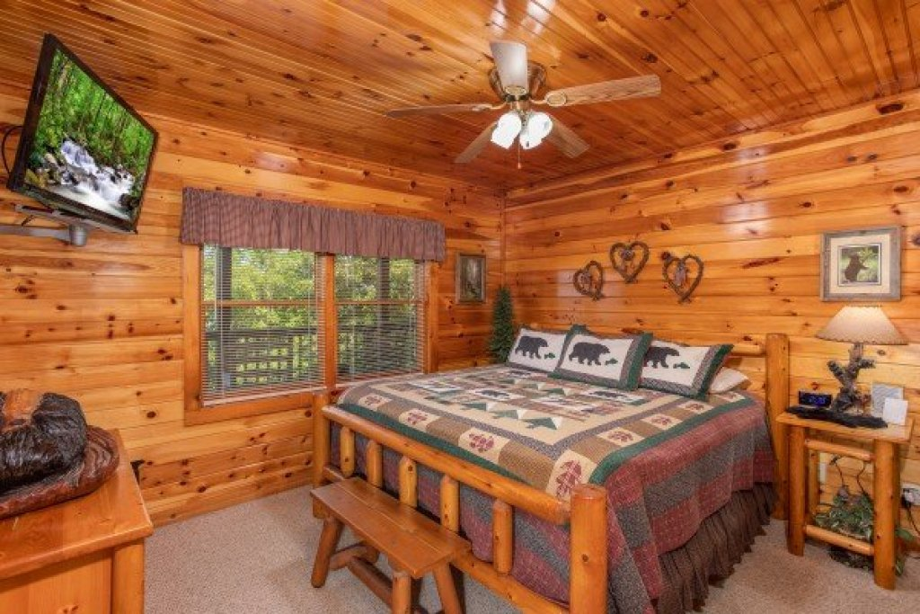 Photo of a Pigeon Forge Cabin named Bear Country - This is the seventeenth photo in the set.