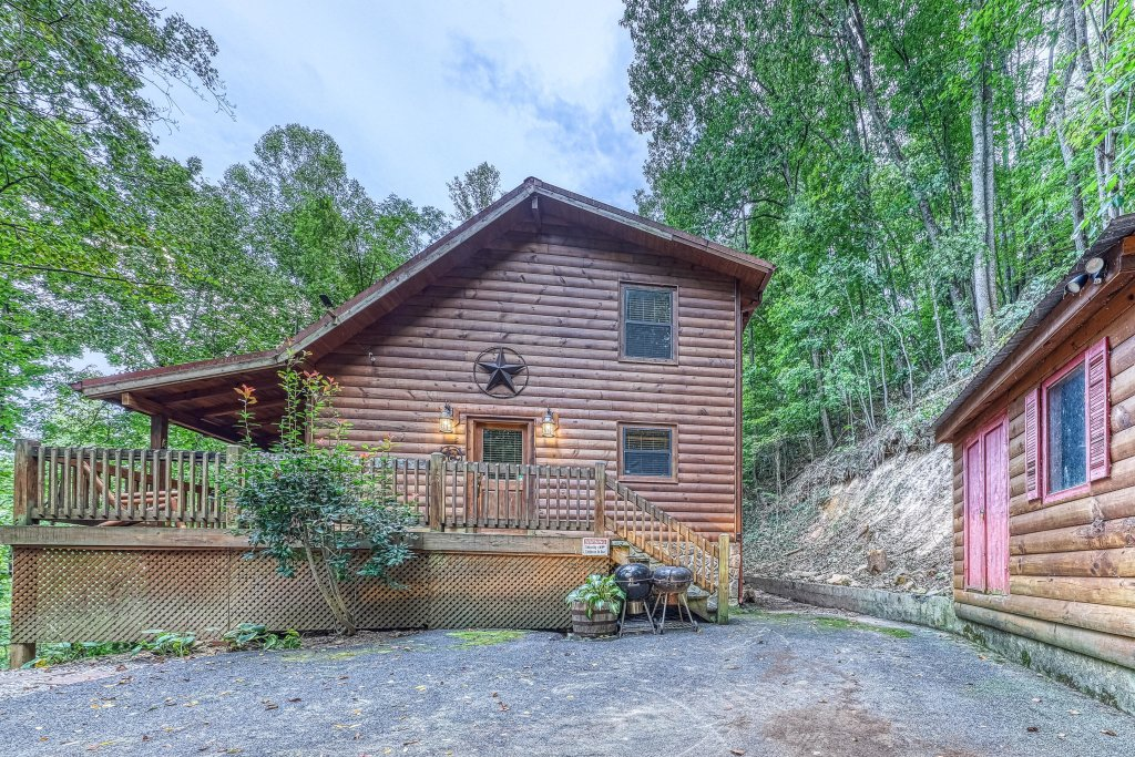 Photo of a Pigeon Forge Cabin named Grin And Bear It - This is the forty-second photo in the set.