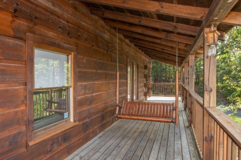Photo of a Pigeon Forge Cabin named Bear Country - This is the fourteenth photo in the set.