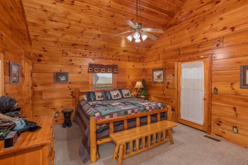 Photo of a Pigeon Forge Cabin named Bear Country - This is the nineteenth photo in the set.