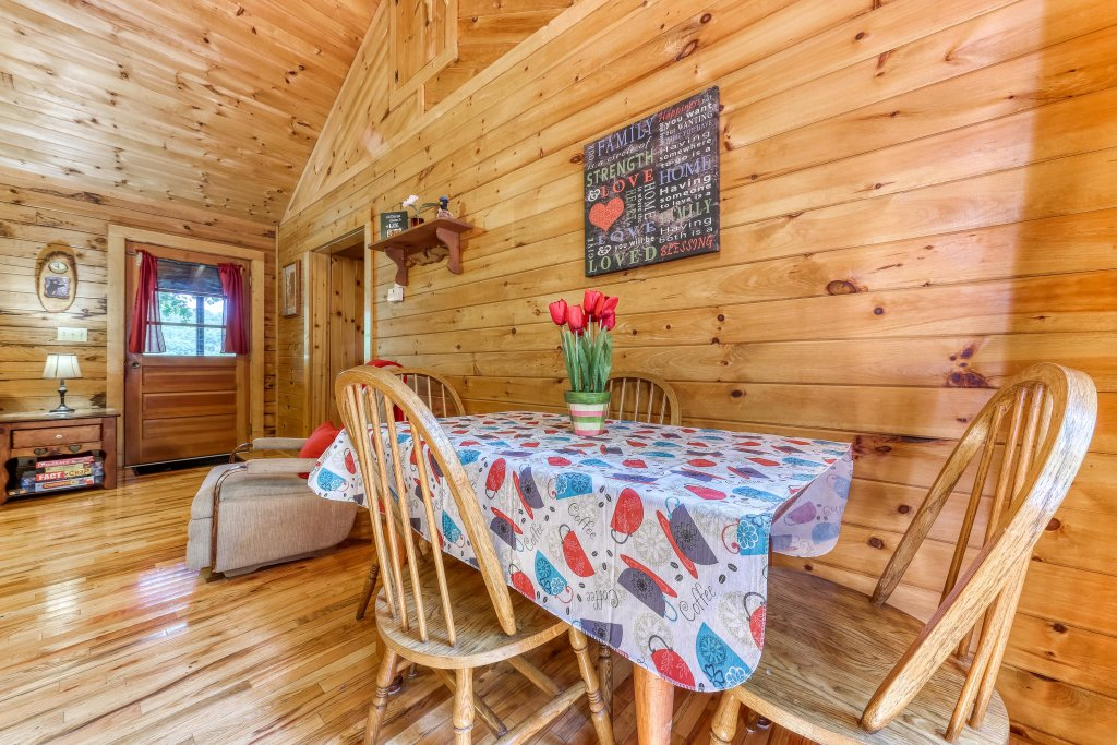 Photo of a Sevierville Cabin named Mountain Ridge Cabin - This is the eighth photo in the set.