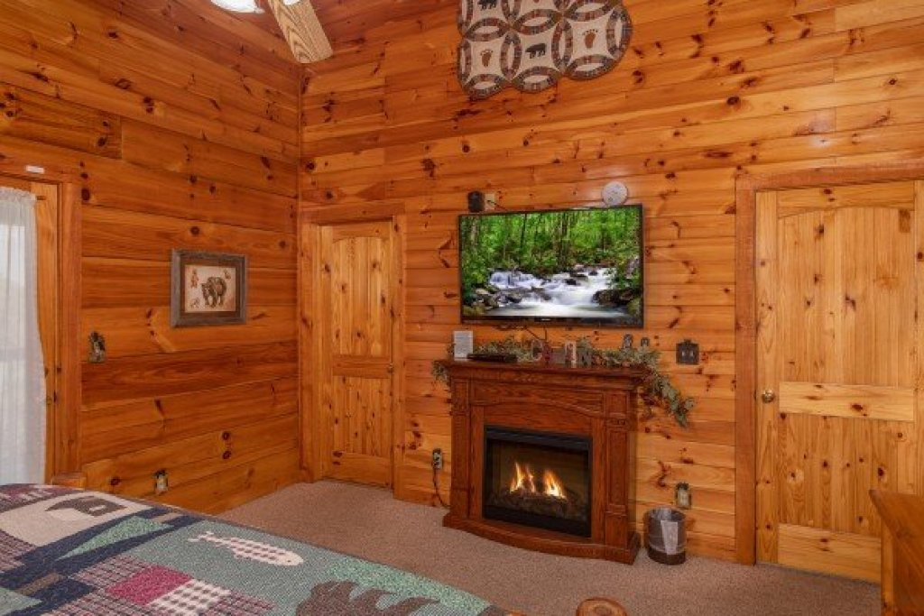 Photo of a Pigeon Forge Cabin named Bear Country - This is the twentieth photo in the set.