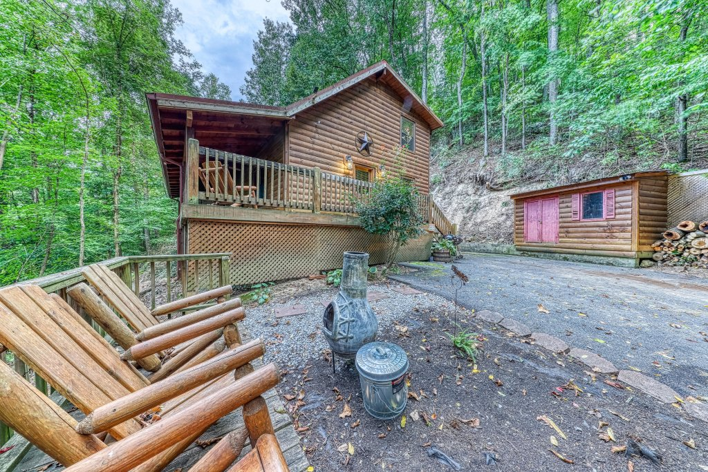 Photo of a Pigeon Forge Cabin named Grin And Bear It - This is the forty-first photo in the set.