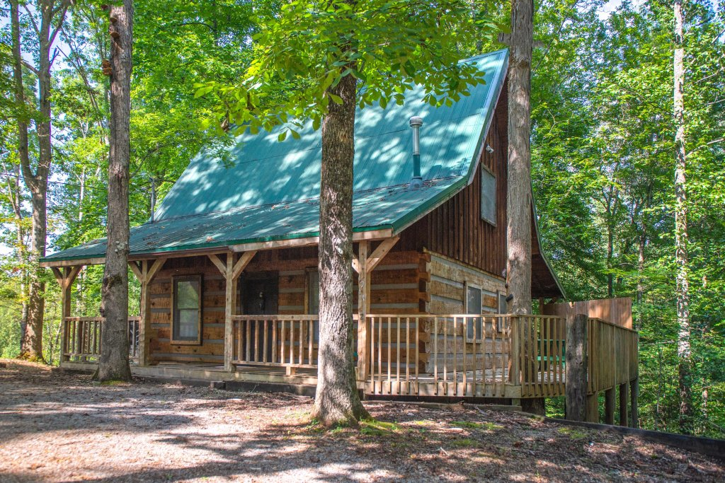 Photo of a Pigeon Forge Cabin named Peaceful Pines - This is the second photo in the set.