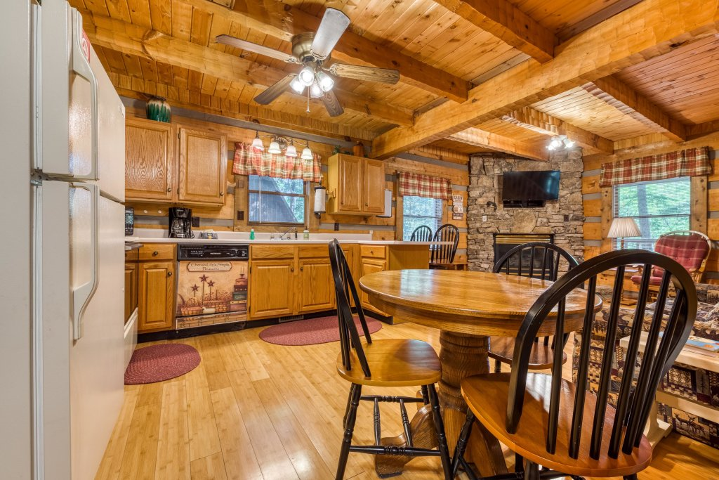 Photo of a Pigeon Forge Cabin named Peaceful Pines - This is the seventh photo in the set.