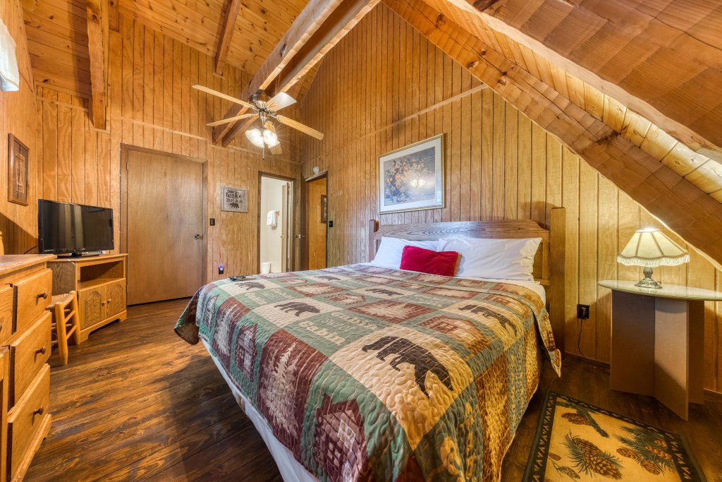 Photo of a Pigeon Forge Cabin named Peaceful Pines - This is the fourteenth photo in the set.