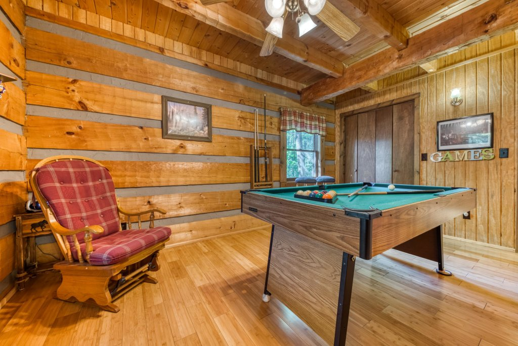 Photo of a Pigeon Forge Cabin named Peaceful Pines - This is the fourth photo in the set.
