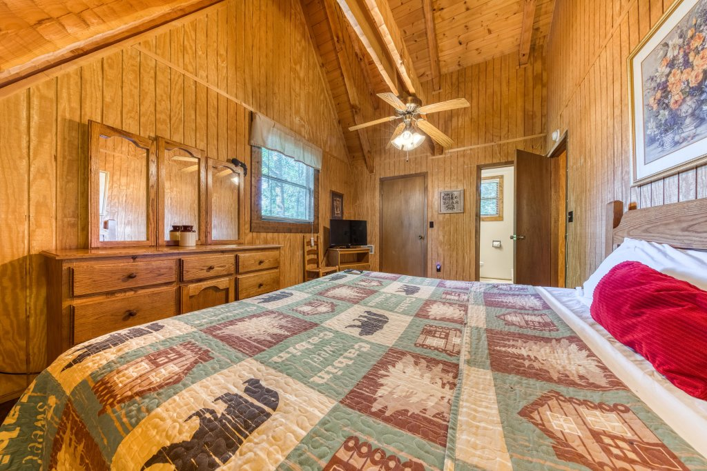 Photo of a Pigeon Forge Cabin named Peaceful Pines - This is the fifteenth photo in the set.