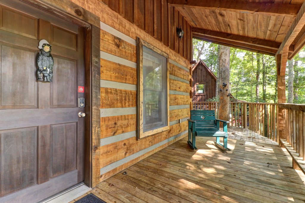 Photo of a Pigeon Forge Cabin named Peaceful Pines - This is the twenty-third photo in the set.