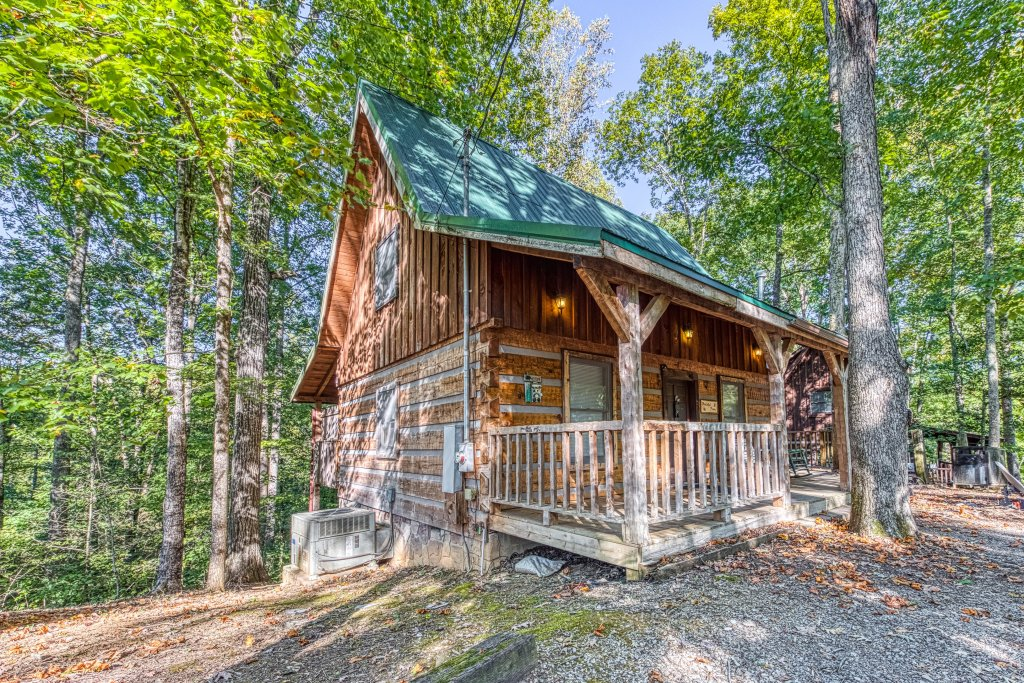 Photo of a Pigeon Forge Cabin named Peaceful Pines - This is the twenty-second photo in the set.