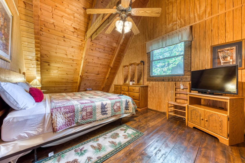 Photo of a Pigeon Forge Cabin named Peaceful Pines - This is the thirteenth photo in the set.