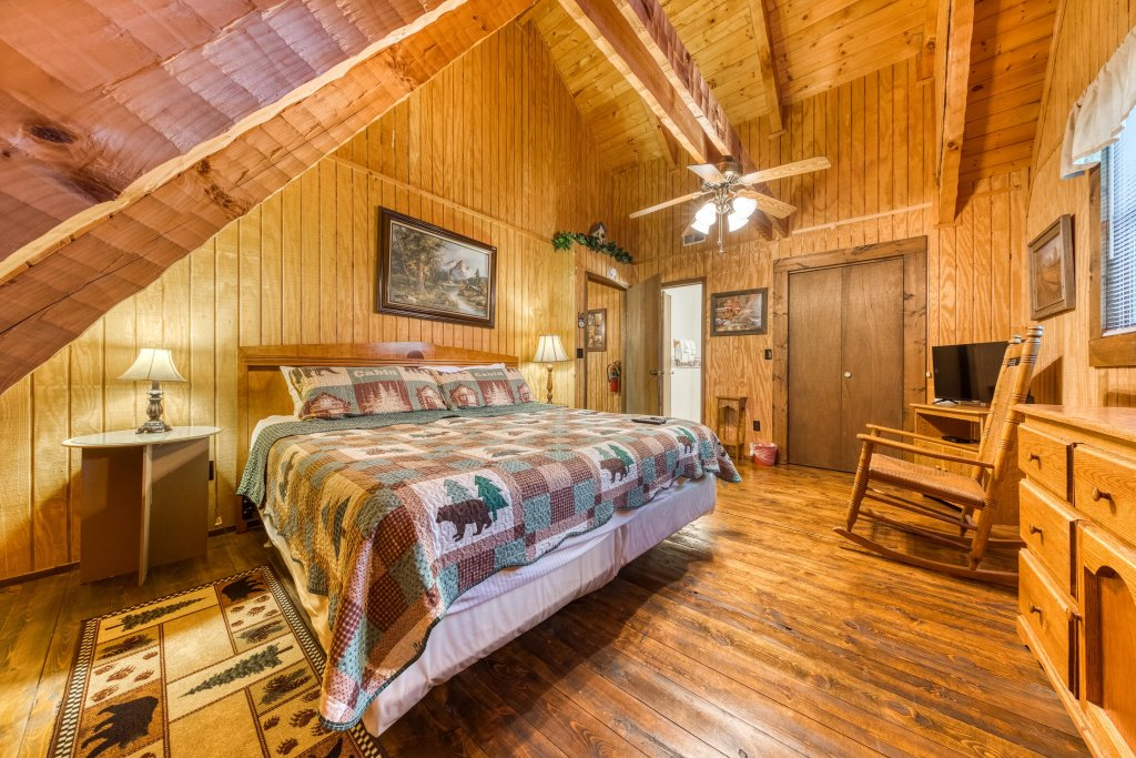 Photo of a Pigeon Forge Cabin named Peaceful Pines - This is the nineteenth photo in the set.