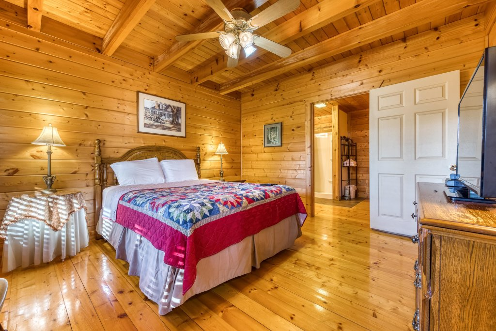 Photo of a Pigeon Forge Cabin named Cloud 9 - This is the twelfth photo in the set.