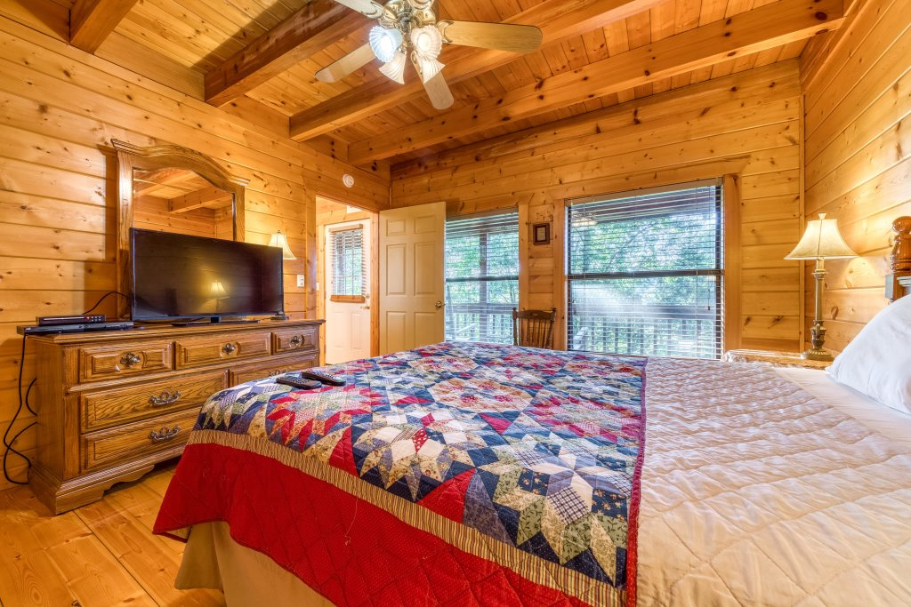 Photo of a Pigeon Forge Cabin named Cloud 9 - This is the thirteenth photo in the set.